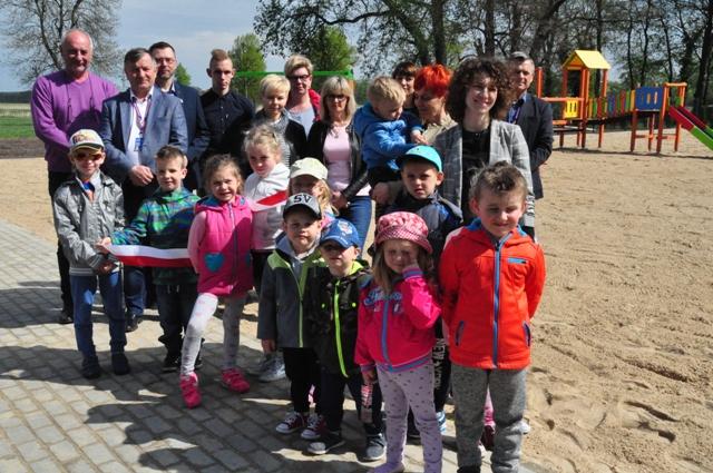 Ilustracja do informacji: Otwarcie placu zabaw w Kręcku