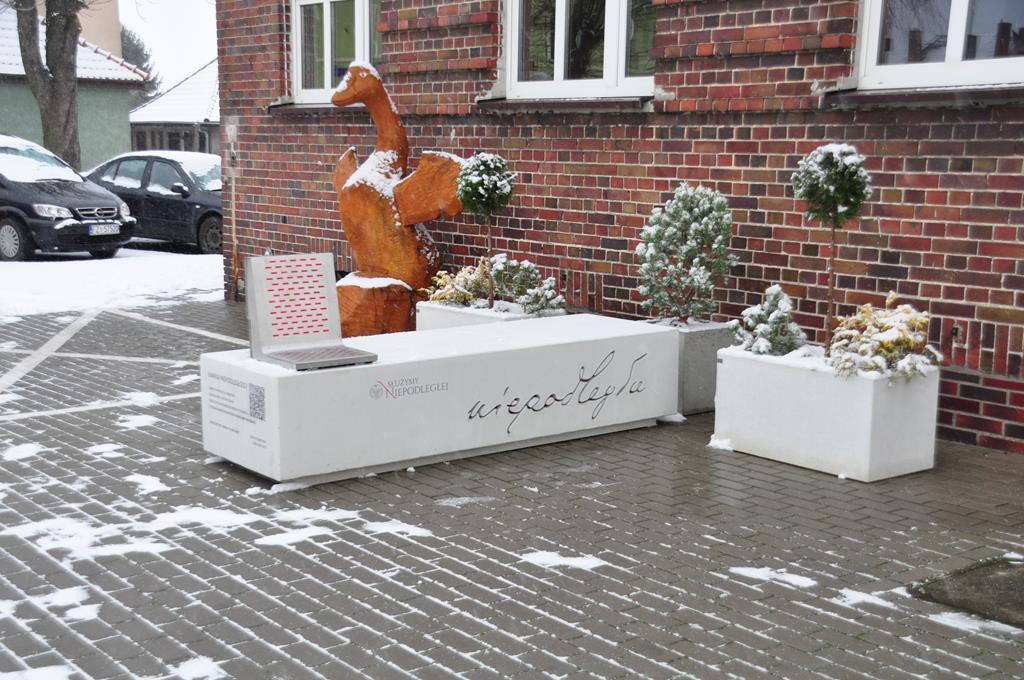 Ilustracja do informacji: Ławka Niepodległości w Zbąszynku!