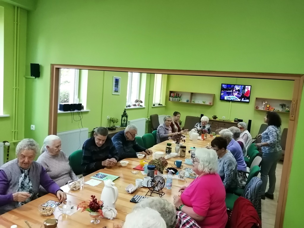 Ilustracja do informacji: Zajęcia kulinarne i manualne u seniorów