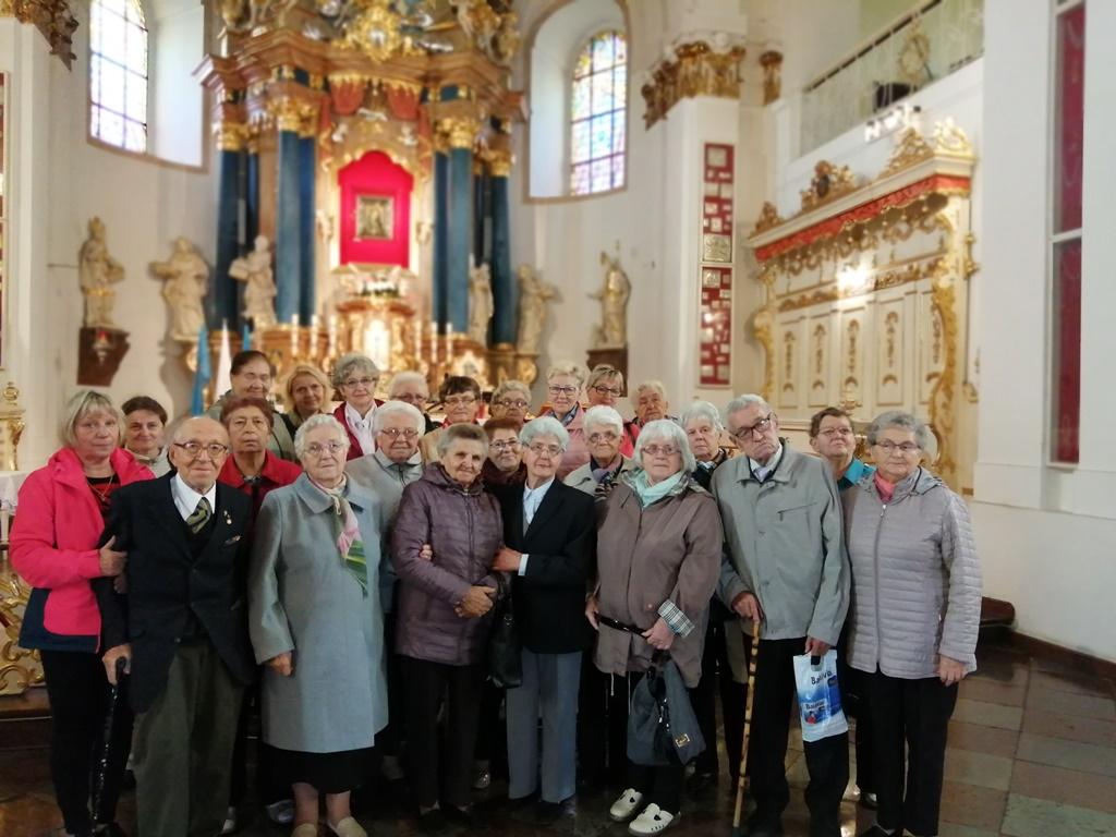 Ilustracja do informacji: Seniorzy z wizytą Sanktuarium Matki Bożej Cierpliwie Słuchającej w Rokitnie