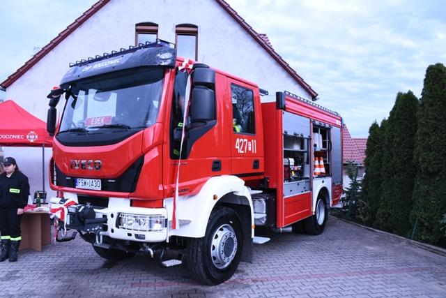 Ilustracja do informacji: Przekazanie wozu strażackiego dla OSP Rogoziniec