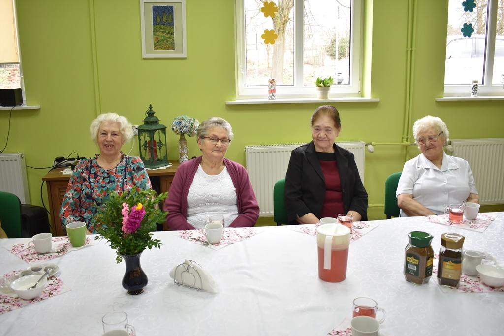 Ilustracja do informacji: Dzień Kobiet i Mężczyzn dla Seniorów