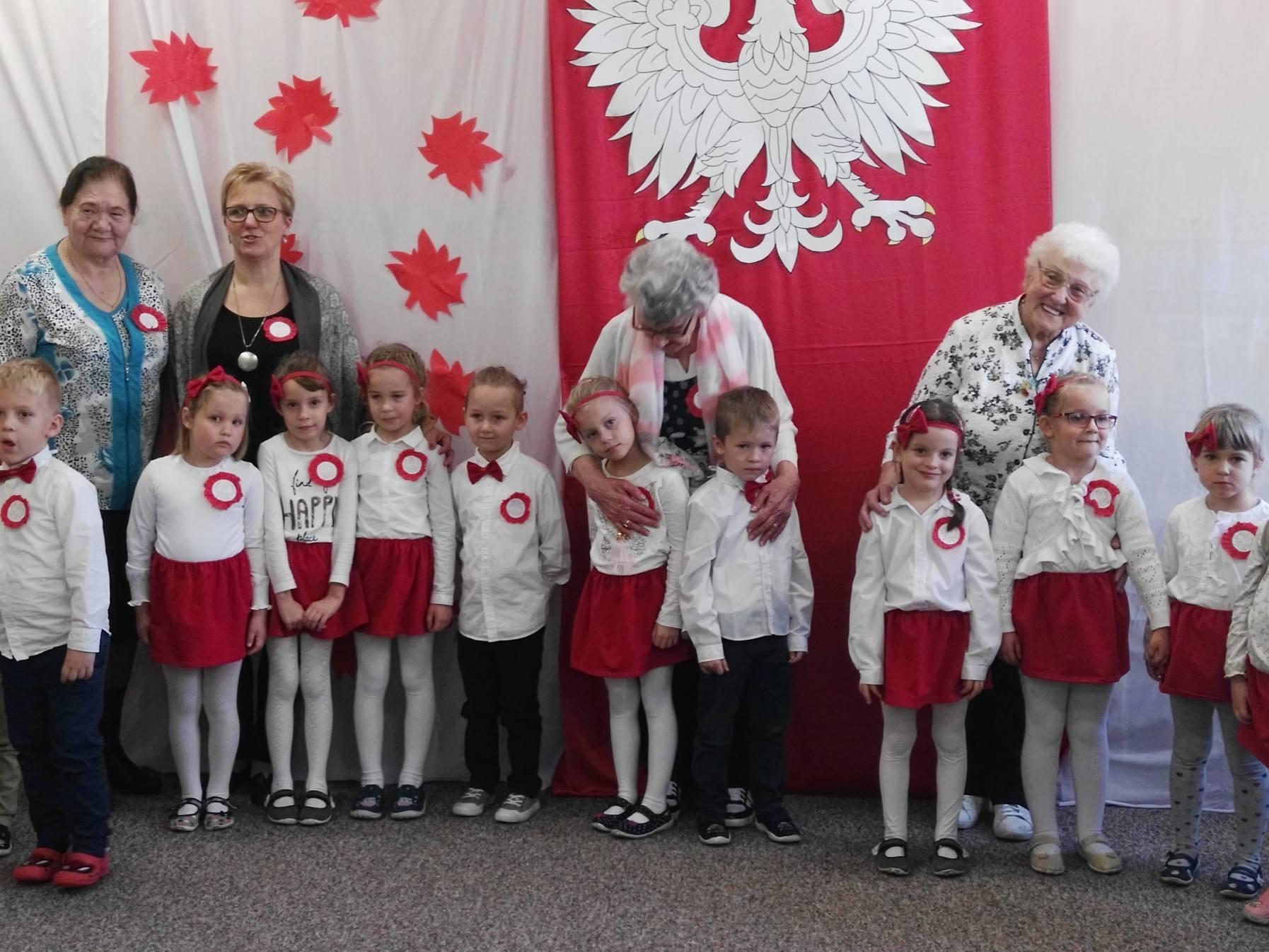 Ilustracja do informacji: Seniorzy z wizytą u przedszkolaków
