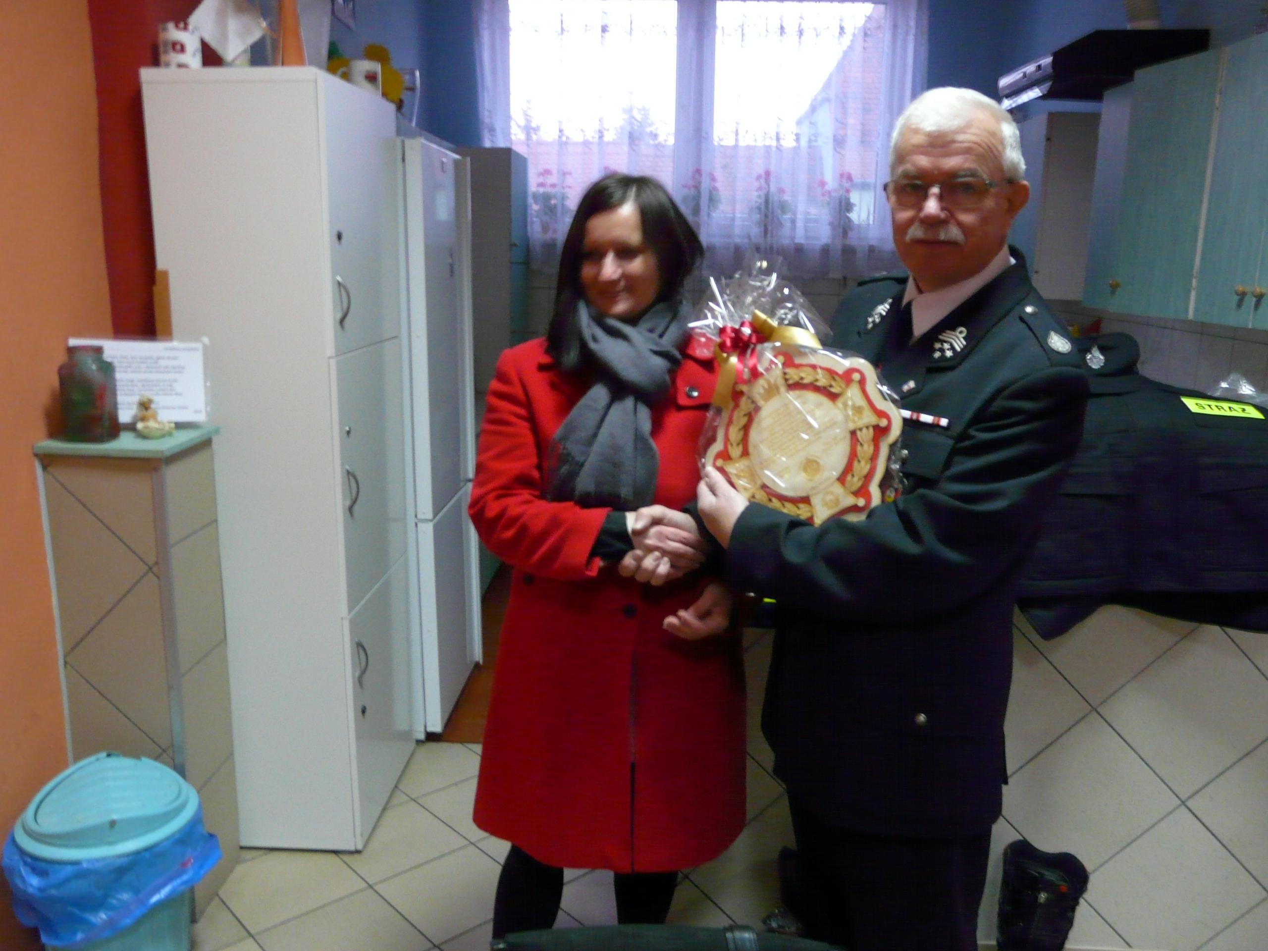 Ilustracja do informacji: Przekazanie sprzętu, odzieży i mebli dla jednostek z Dąbrówki Wielkopolskiej i Zbąszynka