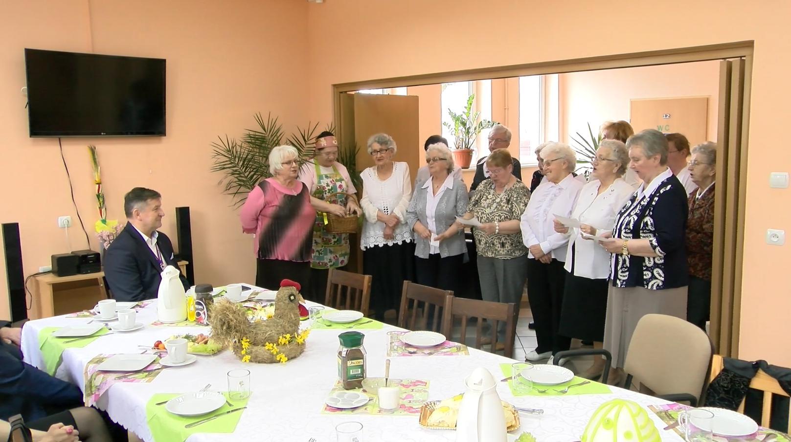 Ilustracja do informacji: Wielkanocne śniadanie seniorów