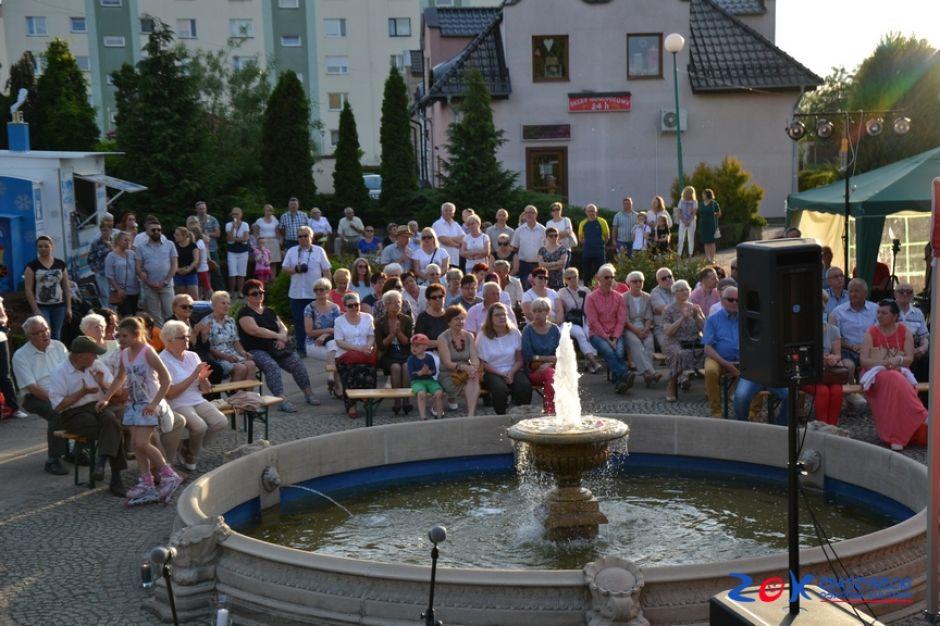 Ilustracja do informacji: Koncert przy fontannie