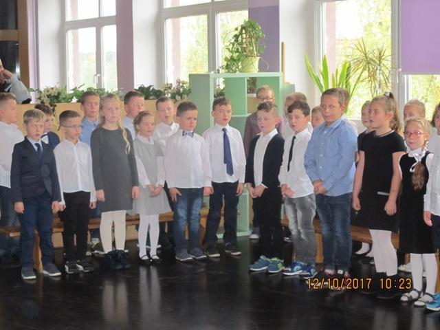 Ilustracja do informacji: Pasowanie pierwszoklasistów na ucznia w Szkole Podstawowej w Zbąszynku